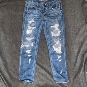 American Eagle Ripped Mom- Jeans